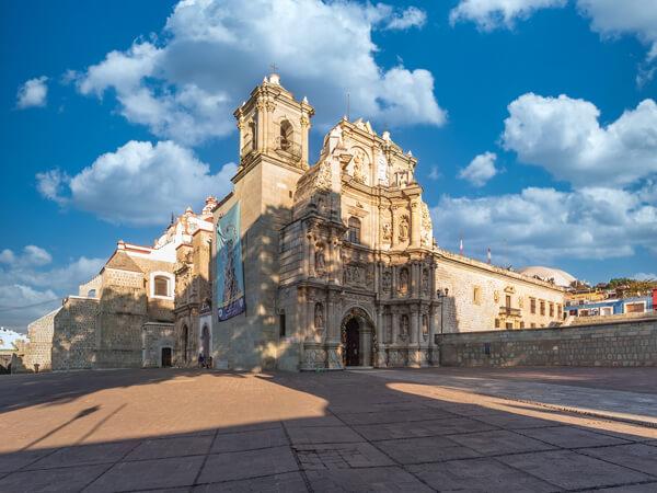 Atrio de la Basilica de Nuestra Señora de la Soledad