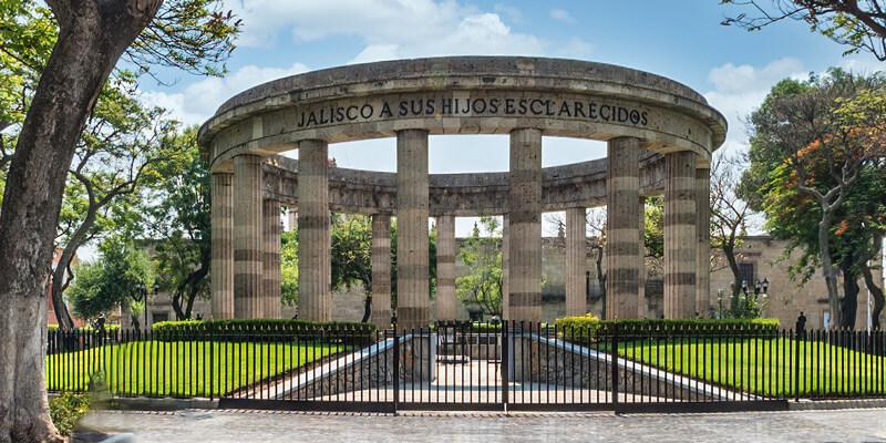 Plaza de Armas y Rotonda de los Jaliscienses Ilustres en Guadalajara, Jalisco